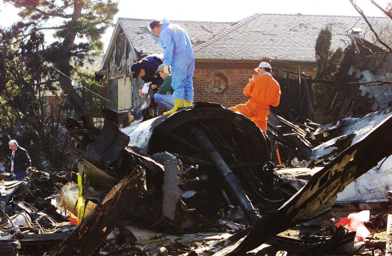 l-avion-de-l-american-airlines-s-est-ecrase-en-pleine-banlieue-le-12-novembre-2001_4977487